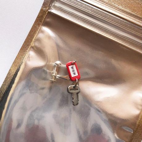 更衣室の鍵のイヤリング / しばたたかひろ