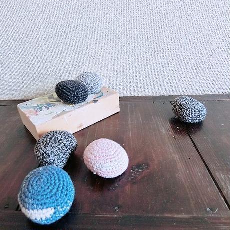 編み石。ブローチ Knitting stone/ 203gow