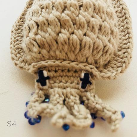 編みイカ ブローチ  [Knitting Squid brooch]/ 203gow