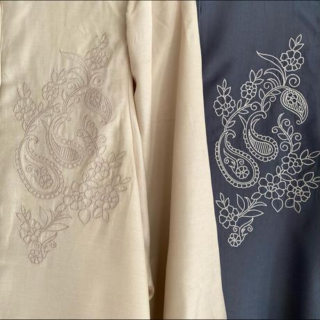 刺繍バンドカラーブラウス