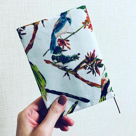 纏うブックカバー『響き渡るさえずり〜原野への誘い〜』夏柄【数量限定】