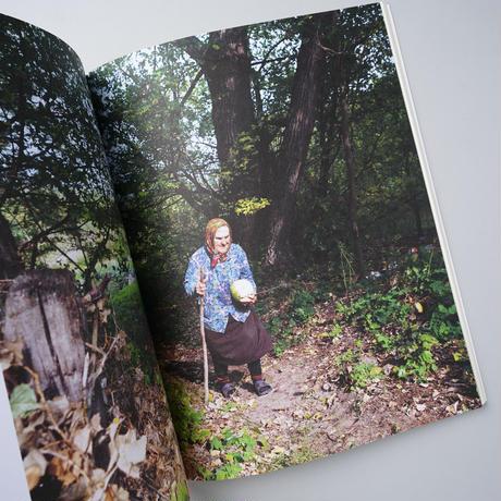 BOUND TO THE GROUND /写真:Esther Hessing(エスター・ヘシング)  文:Sophieke Thurmm(ソフィーケ・サーマー)