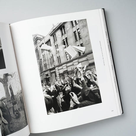 EYES WIDE OPEN! 100 Years of Leica Photography / Henri Cartier-Bresson (アンリ・カルティエ=ブレッソン)、ほか