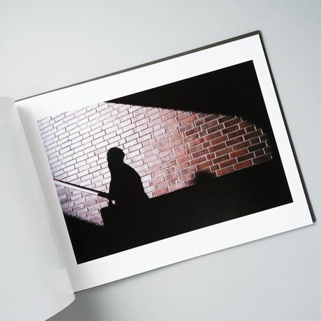[サイン入/Signed] 光の欠落が地面に届く時距離が奪われ距離が生まれる / 鷹野隆大(Ryudai Takano)