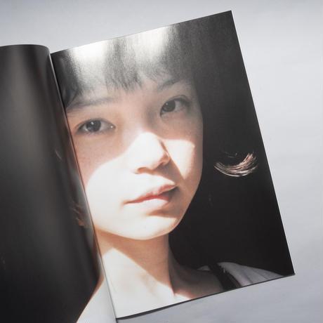 [新刊 / NEW] pegasus 01 / 写真:松岡一哲(Ittesu Matsuoka)女優:古川琴音(Kotone Furukawa)
