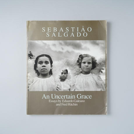 An Uncertain Grace Essays by Eduardo Galeano and Fred Ritchin / Sebastiao Salgado (セバスチャン・サルガド)