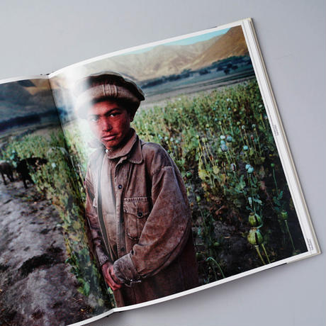 In the Shadow of Mountains /Steve McCurry(スティーブ・マッカリー)