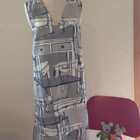 ワンピース、エプロン両方使える便利なドレス