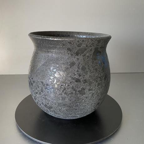 【 Ibushi Gin / yami - tsuki pot M 】金魚鉢型 燻し銀 4.5号 ~ 闇月 ~ 笠間焼 No. 31