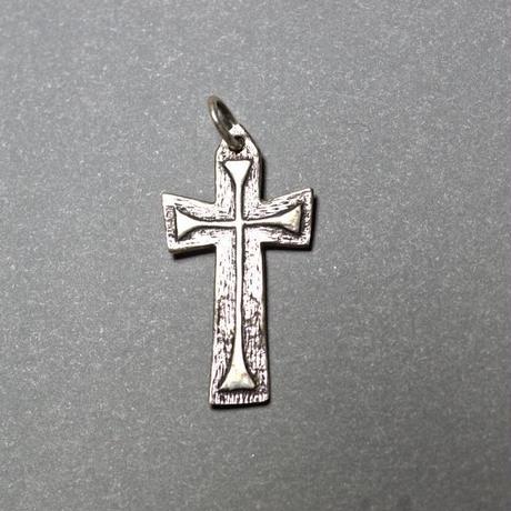 ピエール・トゥロアット 中世風の長い十字架