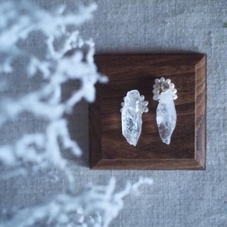 【Hiver : 冬の森へ 】クオーツ・淡水パール  天然石 イヤリング