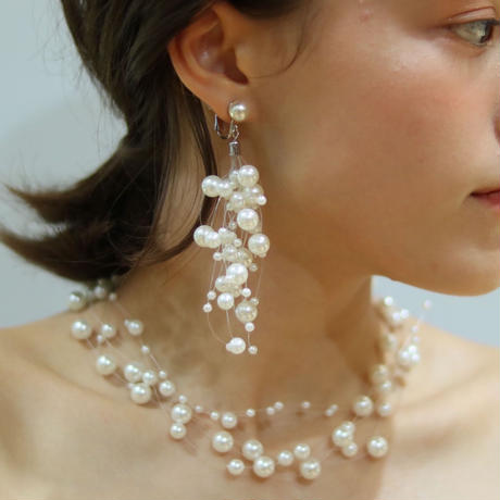 Lilly pearl necklace