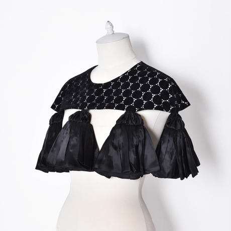 WED Studio / Flock Dot Lace Short Cape w Tassel Detailing / Black