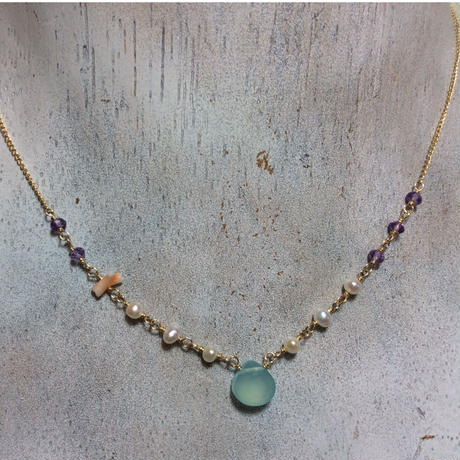 染めカルセドニーと天然石のネックレス (ライトブルー)