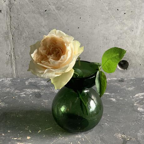 ぽってりスタイルが可愛い花器(グリーン)