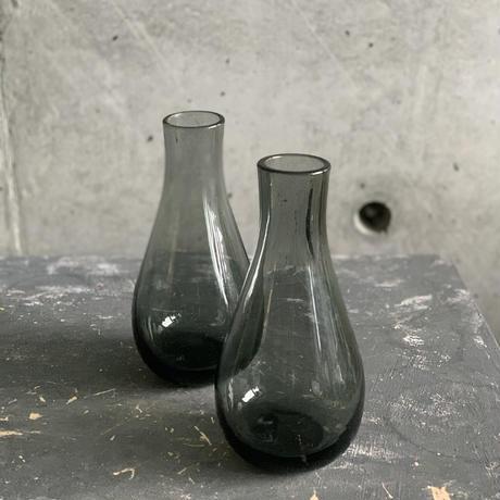 2〜3輪挿し^ ^ブラックグレーガラス花器