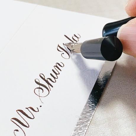 Name Card 席札 手書きのカリグラフィー筆耕 カッパープレート体  1枚 白文字 1枚