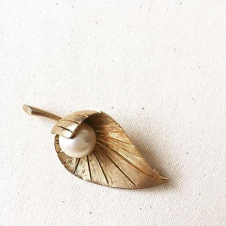 U.S.A. Vintage Leaf Brooch