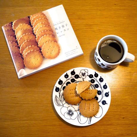 お茶の時間のテーブルと、4月の本Vol.1
