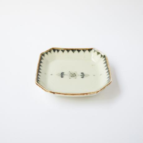 村山朋子 縁三角旗花紋角小皿SS
