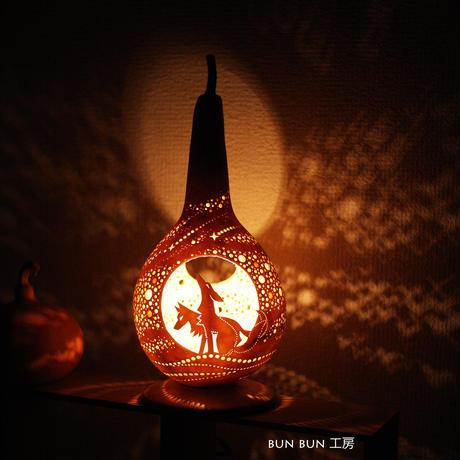 ひょうたんランプ---満月のオオカミ