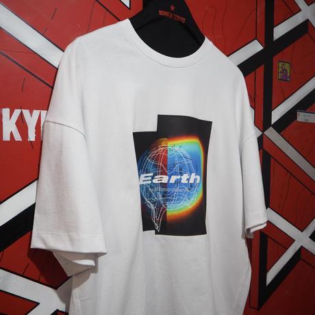 """FUTUREISNOWN T-shirt """"Earth"""" Rainbow"""