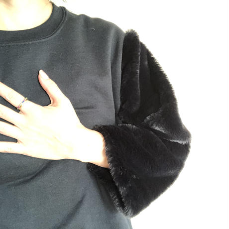 burself  fur sleeve sweat top