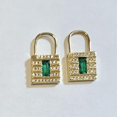 Mini lock earrings