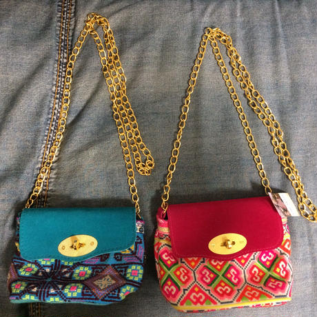 Mini shoulder bag w gold chain strap