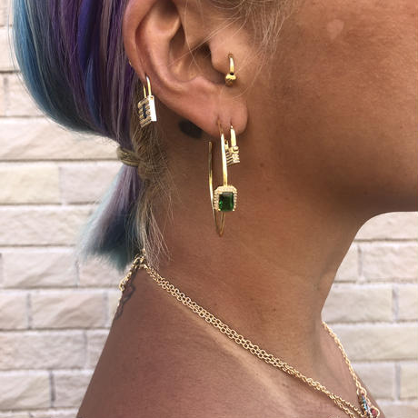 honp earrings with green stone