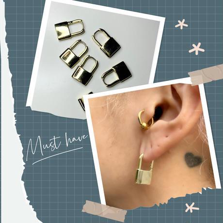 Mini Gold lock earrings
