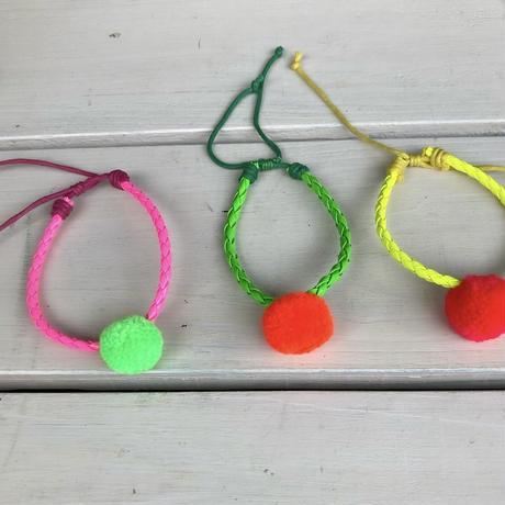 Single pompom bracelet