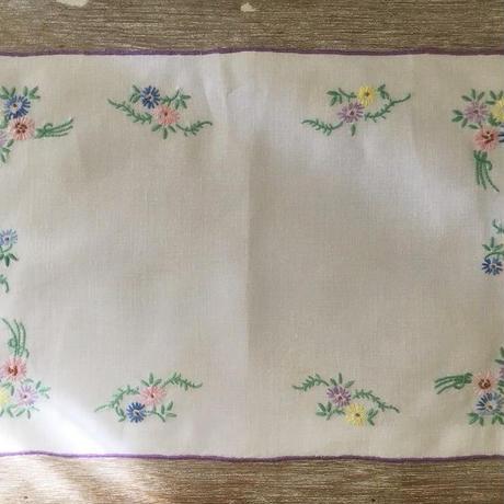 パステルカラーのお花の刺繍ドイリー