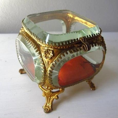 ガラスのジュエリーボックス