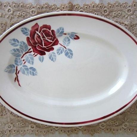 バドンヴィレ薔薇モチーフの楕円形皿(大)