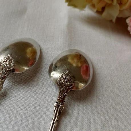 薔薇や小花のブーケレリーフ柄シルバーティースプーン