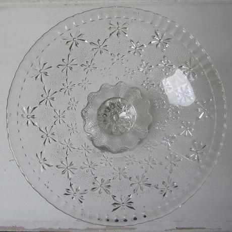 星のようなレリーフ模様の硝子コンポート皿