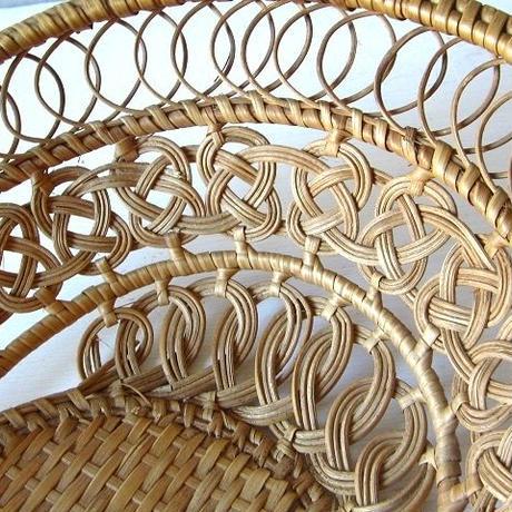繊細な編み目のオーバルバスケット