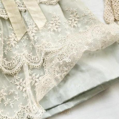 手縫いお人形用シルクのワンピースドレス(ペールブルー)