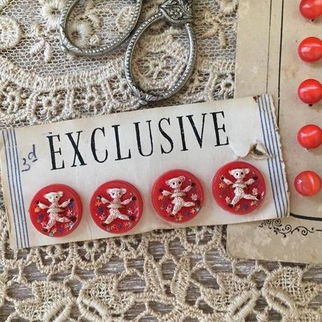 ホワイトベアーとお花柄の赤ボタン4つセット