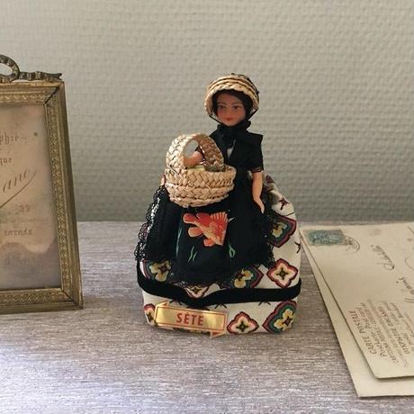 南仏セットの伝統衣装のお人形