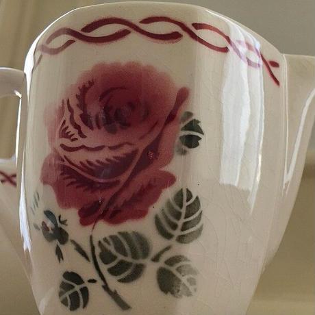 バドンヴィレ薔薇モチーフミルクポット