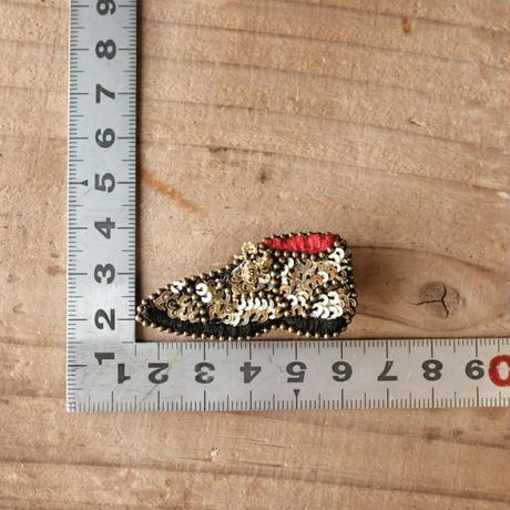 紐靴のブローチ -スパンコール-  /  ayaco( アヤコ )