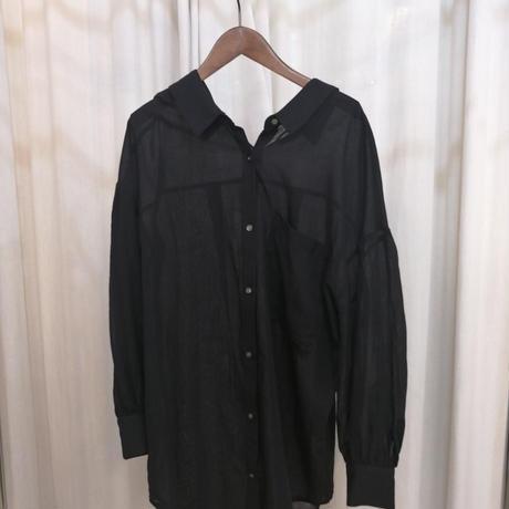 バックV空きシアーシャツ