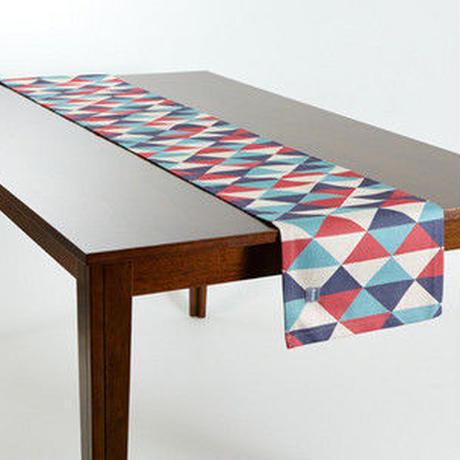 テーブルランナー 北欧デザイン レッドブルーダイヤモンド