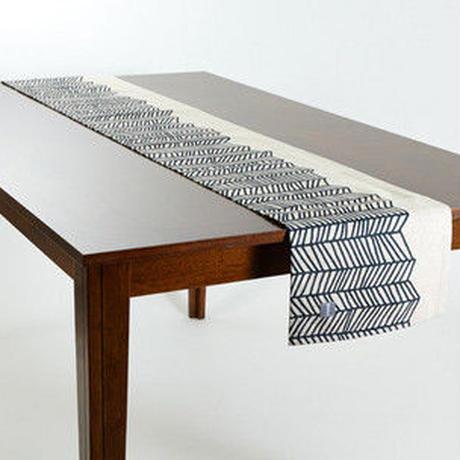 テーブルランナー 北欧 LAMOPPE デザイン ブラックホワイトウェーブ