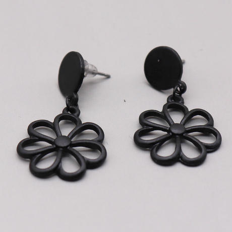 Black Metal Geometric flower Pierce (Black)   /   2105-PR0132