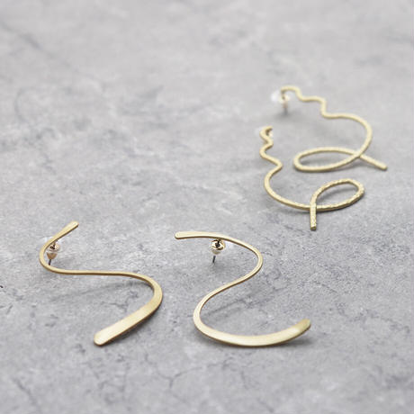 Geometric Curve Irregular Pierce(GOLD) /  2102_PR064