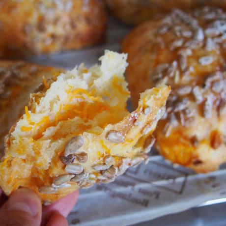 「パンと料理」瑞々しい高加水パン