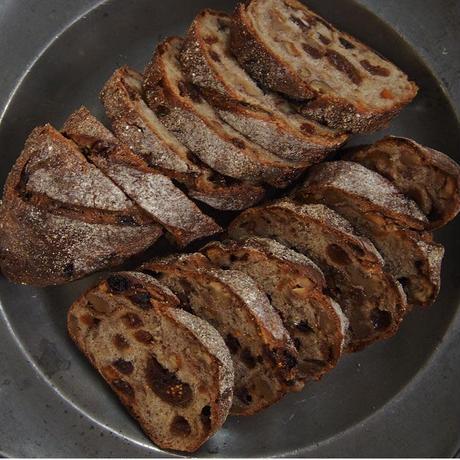 「パンと料理」パン オ フリュイ